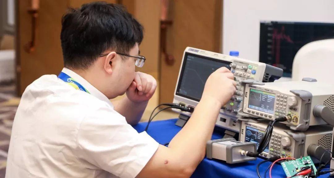 SDS5000X系列超级荧光示波器